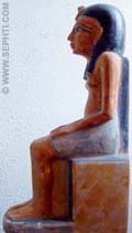 Pharaoh zittend op de Troon.