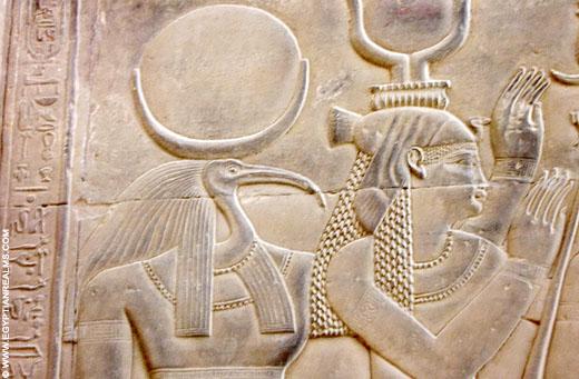 Thoth afgebeeld op een muur van de Kom-Ombo Tempel.