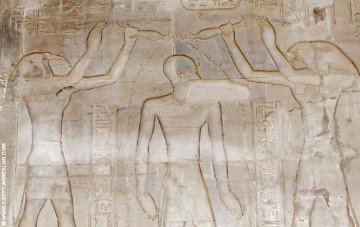 Thoth en Heru de Oudere schenken eeuwig leven.