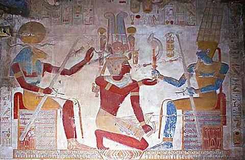 Rechts Amun zittend op de Troon tot wie Pharaoh zich richt.