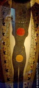 Lichaam van Nut met Zon afgebeeld in een sarcofaag kist.