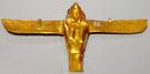 Gouden figuur van Asar op de rug van een Havik.