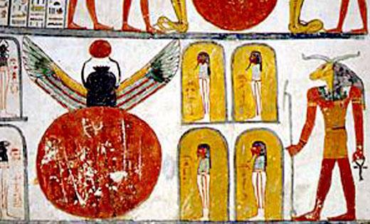 Voorstelling van Khnum met Zon en Kever met vleugels.
