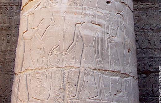 Khonsu afgebeeld op een Pilaar.