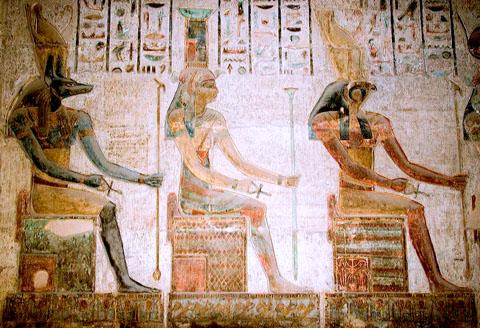 Ra, Nebet-Het en Anpu zittend op de Troon.