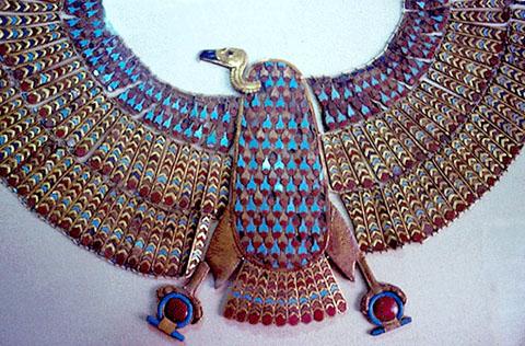 Sieraad van de Gier met gesprijde vleugels.