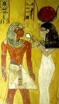 Het-Heru voorziet Pharaoh leven met de Ankh.
