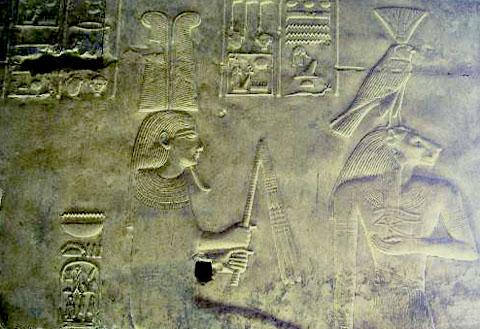 Voorstelling van Nefertem en Sakhmet.