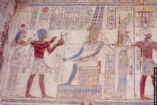 Relief voorstelling van Amun op een muur van de Karnak Tempel.
