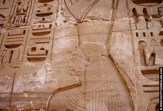 Relief van Mut in de Karnak Tempel.