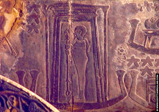 Relief van Ptah op het plafond van Esna Tempel.