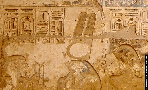 Relief van Seker in de Karnak Tempel.