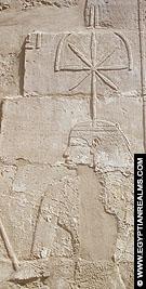 Relief van Seshat op de Karnak Tempel.