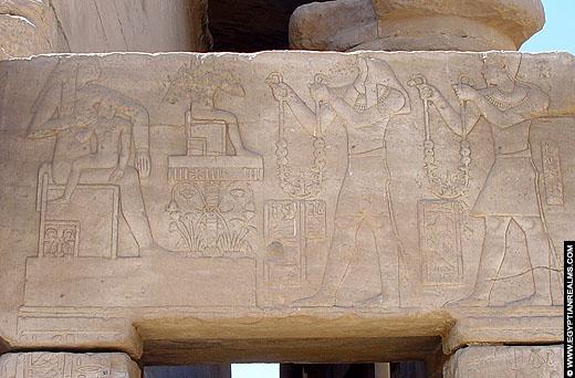 Horus het kind op schoot bij zijn moeder Isis.