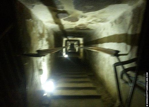 Lange gang in de grote piramide van Cheops.