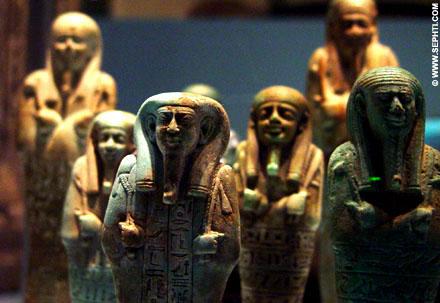 Ushabti exemplaren in het museum.