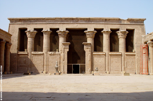 Grote gallerij van de Edfu Tempel. Copyright R.Bloom, Egyptian Realms.