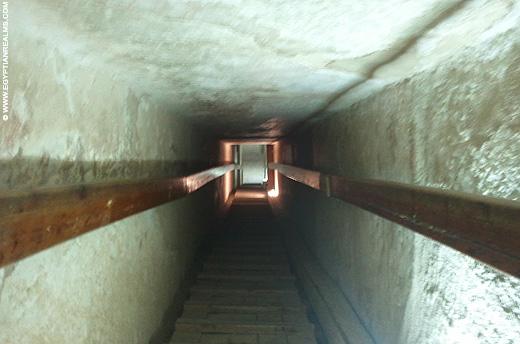 Doorgang in de piramide van Chephren.