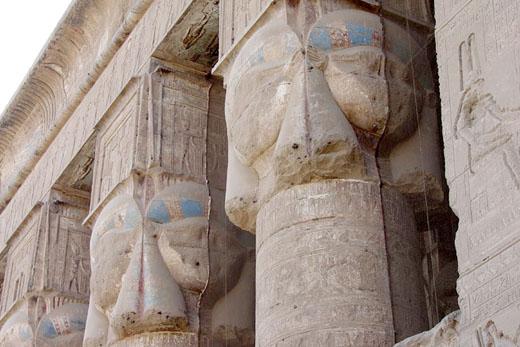 Pilaren van de Dendera Tempel.