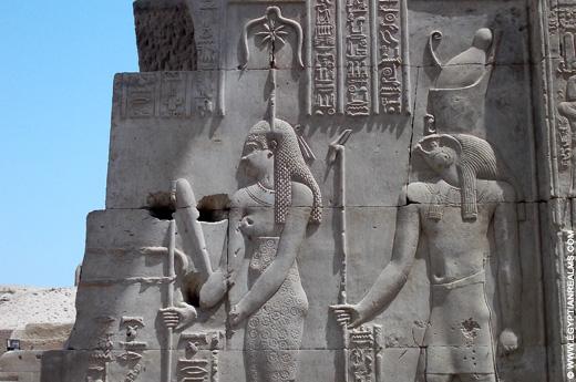 Voorstelling van Seshat met Haroeris in de tempel van Kom-Ombo.