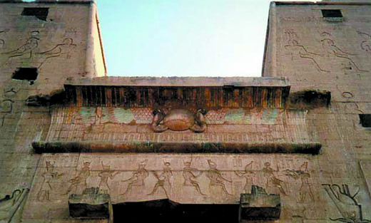 Grote poort van de Edfu Tempel.