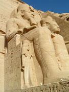 Beelden voor de Tempel van Abu Simbel.