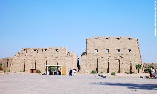 Weg naar de Karnak Tempel.