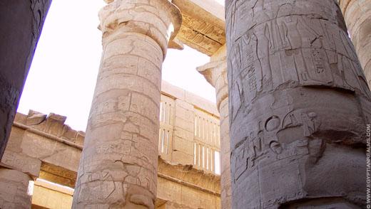 Pilaren in de Karnak Tempel.