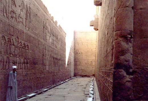 In de gallerij naast de Tempel.