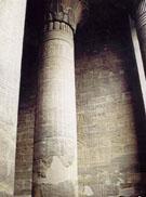 Pilaren in de Edfu Tempel.