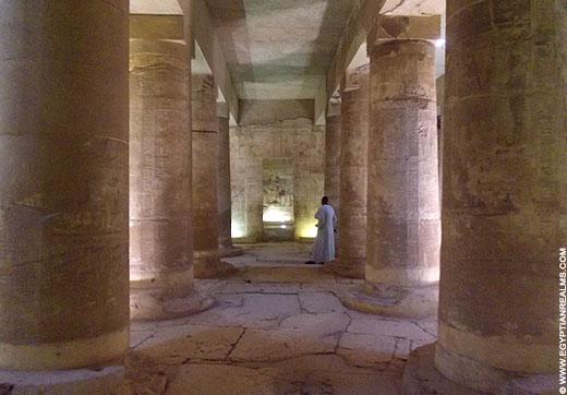 Zaal met pilaren in de Abydos tempel.