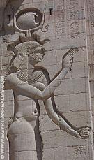 Isis afgebeeld op de Tempel van Philae.