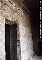 Toegang tot het heiligdom van de Isis Tempel.