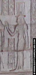 Relief van Isis op de toegangspoort van de Tempel.