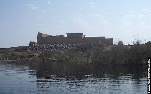 Zicht vanaf het water op de Kalabsha Tempel.