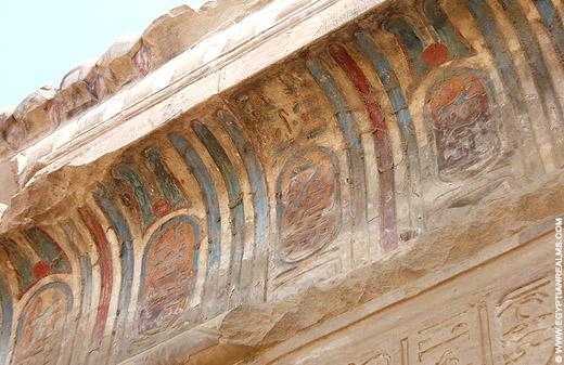 Oorspronkelijke kleuren op de Kom-Ombo tempel.