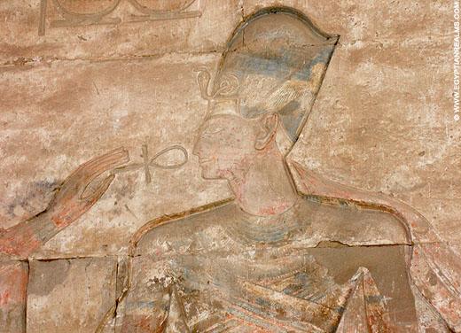 Farao Seti I afgebeeld op een pilaar van de Abydos Tempel.
