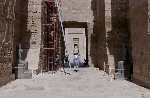 Toegang tot de Medinet Habu tempel.