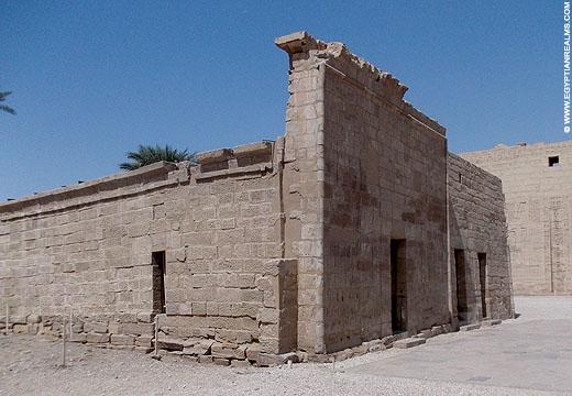 Huis op het terrein van de Habu tempel.