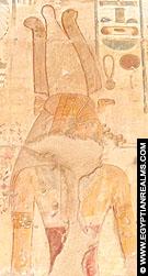 Relief van Nekhebet met Gierkroon.