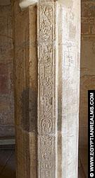 Pilaar met hierogliefen in de Nekhebet tempel te El-Kab.