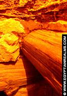 Houten balken in de trappiramide van Meidum.