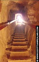 Schacht in de trappiramide van Meidum.