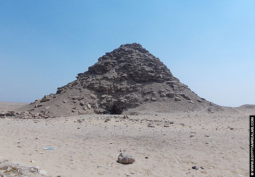 Piramide van Userkaf te Saqqara.