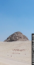 Piramide van Userkaf bij Saqqara.