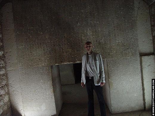 R. Bloom in de tombe van Mereruka in Saqqara.