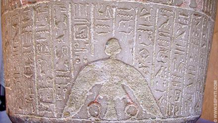 Ba vogel met Shen afgebeeld op een sarcofaag.