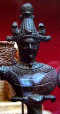 Oud-Egyptisch beeldje van een persoon met Atef kroon.