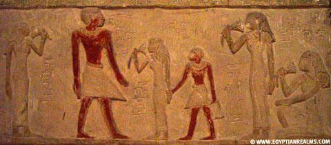 Egyptische dames ruiken aan de Lotus bloem.
