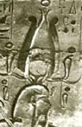 Pharaoh met Atef kroon.